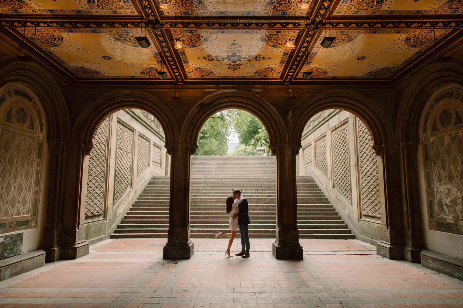 Engagement session unter the minton tiles at bethesda terrace in central park